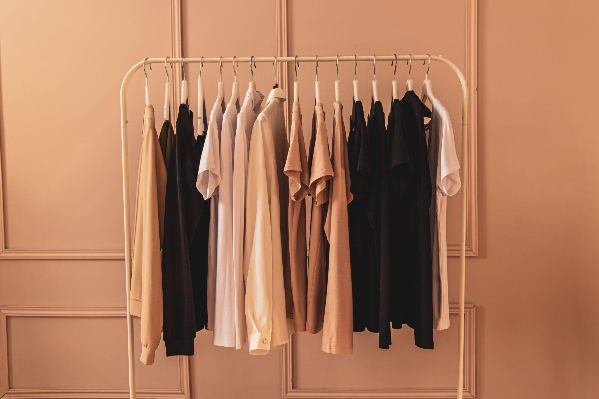 Hvordan gør jeg min garderobe mere bæredygtig?